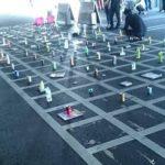 パチンコで午前3時半から並んでいるワイ、前5本のペットボトルを撤去www画像